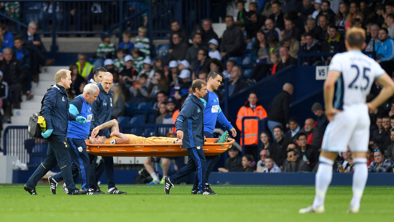 skysports-toby-alderweireld-stretchered-off-injured-tottenham-defender_3809390