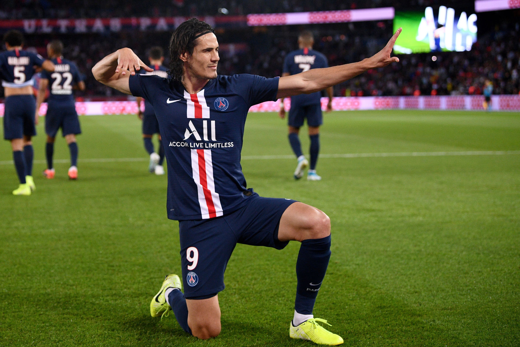 Neville says United are better off extending Cavani's contract.