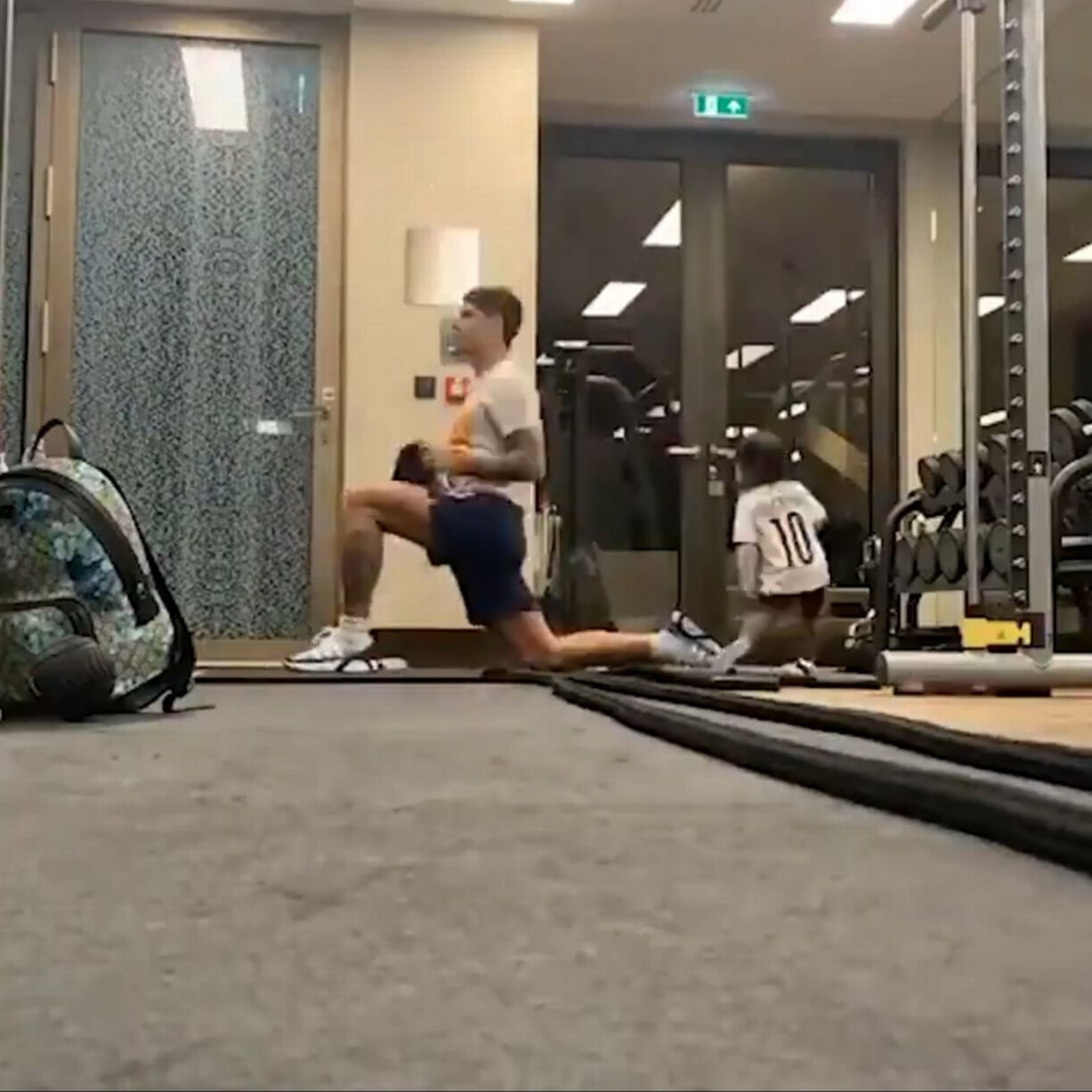 Erik Lamela working out at home