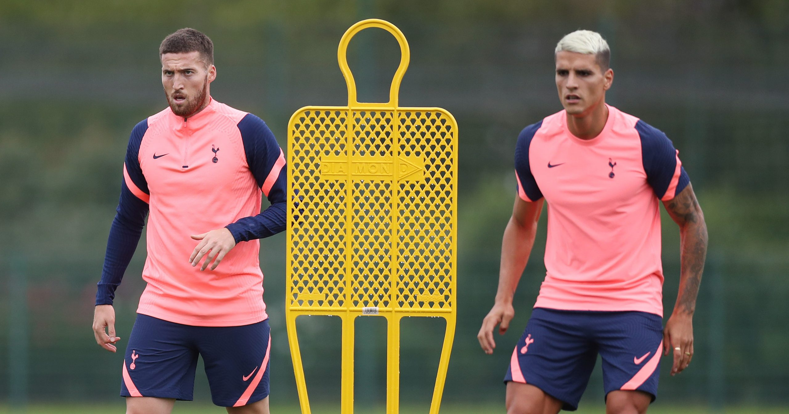 Doherty and Erik Lamela completely focused (Twitter/SpursOfficial)