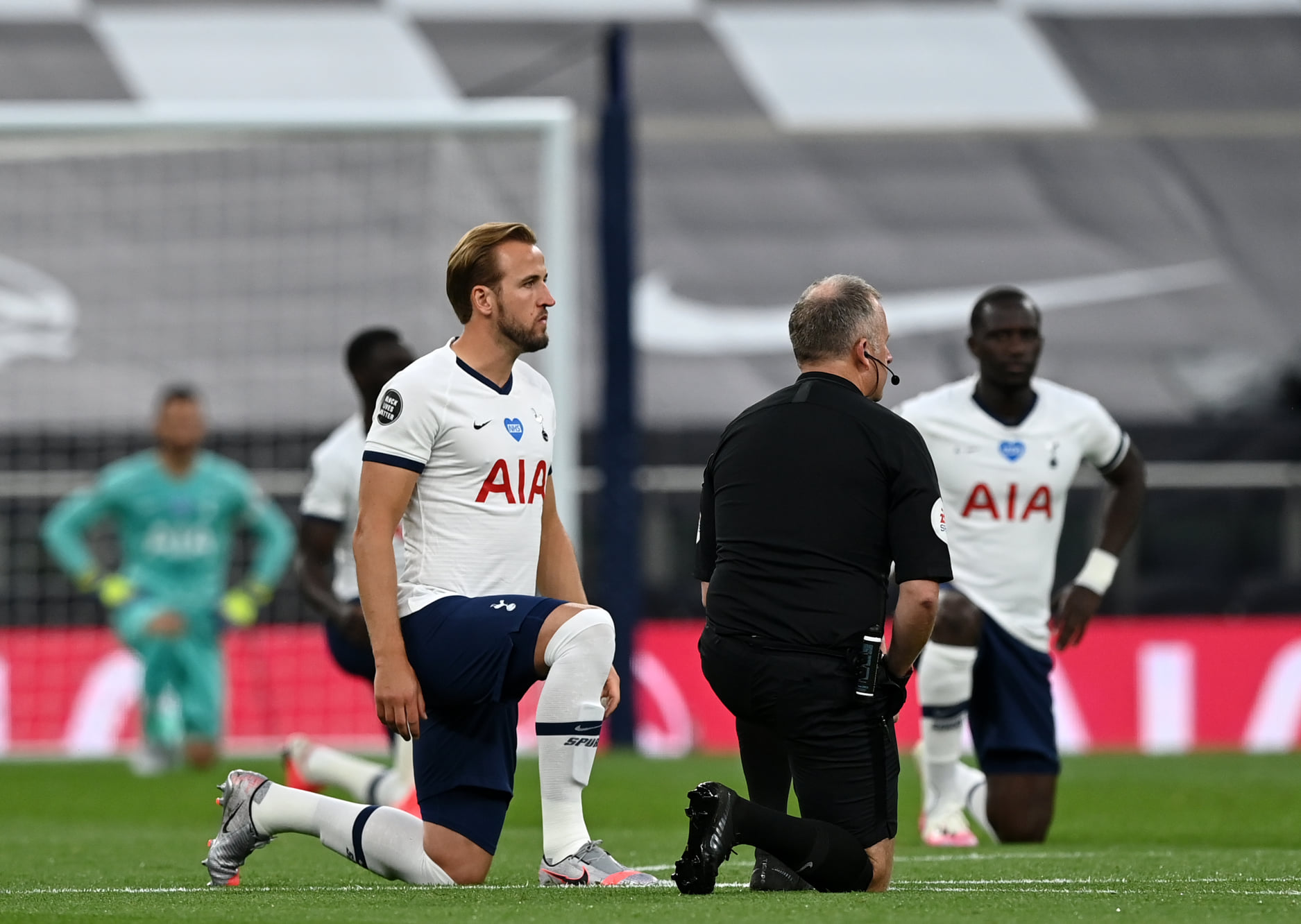 Players continue tot ake the knee prior to kickoff