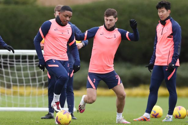 Ben Davies does not enjoy facing Steven Bergwijn in training (GETTY Images)