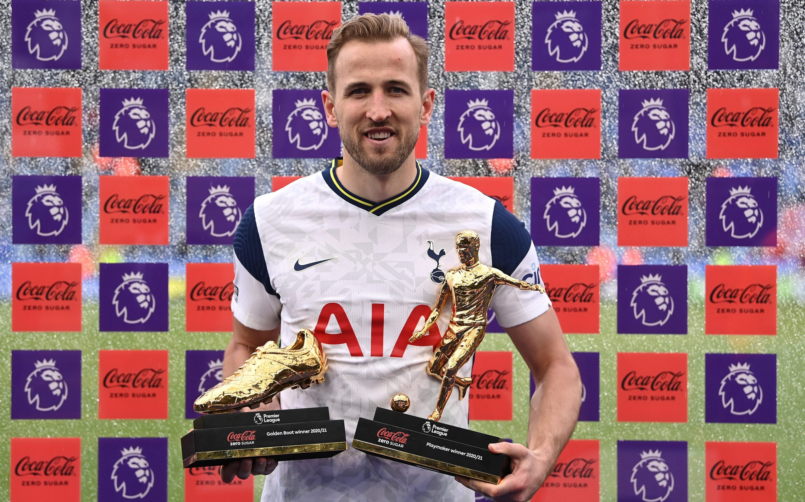 Tottenham Hotspur star, Harry Kane, is a linked with a transfer to Man City and United. (THFC Twitter)
